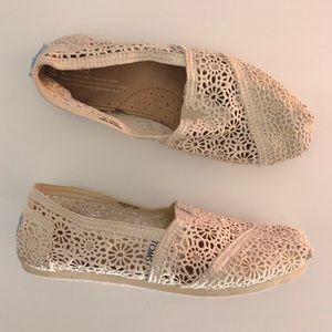 TOMS Cream Crochet Moroccan Slip On Flats Size W7
